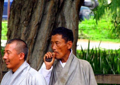 smoker-in-bhutan-640x480